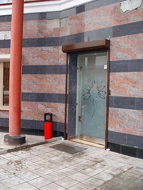 входные двери в салон